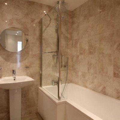 helen-gardens-bathroom